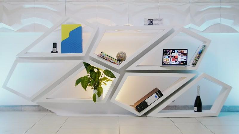 Libreria design moderna da parete, Helix è un sistema di arredamento interni di design italiano, una libreria bianca e un sistema modulare componibile e personalizzabile per realizzare pareti moderne, soffitti a sospensione e lampadari di design.