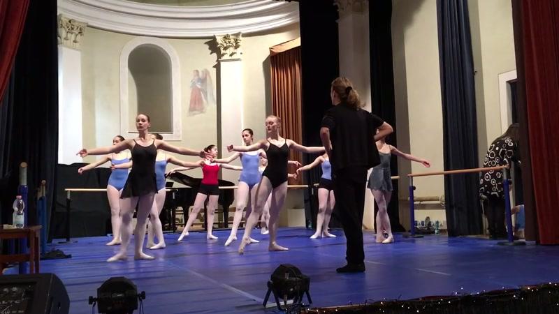 Lezione Dimostrativa Danza Classica, lezioni dinamiche con bambini, metodo Crescere e Danzare in Armonia, Giocodanza, Danza Creativa, studio della danza classica, metodo Vaganova, seguendo il programma redatto dalla Scuola di ballo del Teatro alla Scala